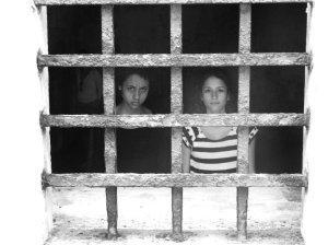 Cintia e Amanda, presas.